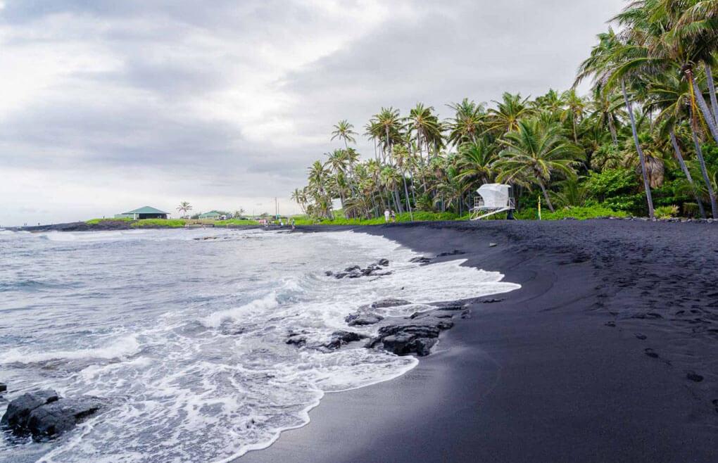 Punalu'u Black Sand Beach, Havaii Island, Havaj